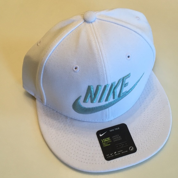 the best attitude ec633 2d23a Nike Mens True Snapback Futura Cap Hat RARE